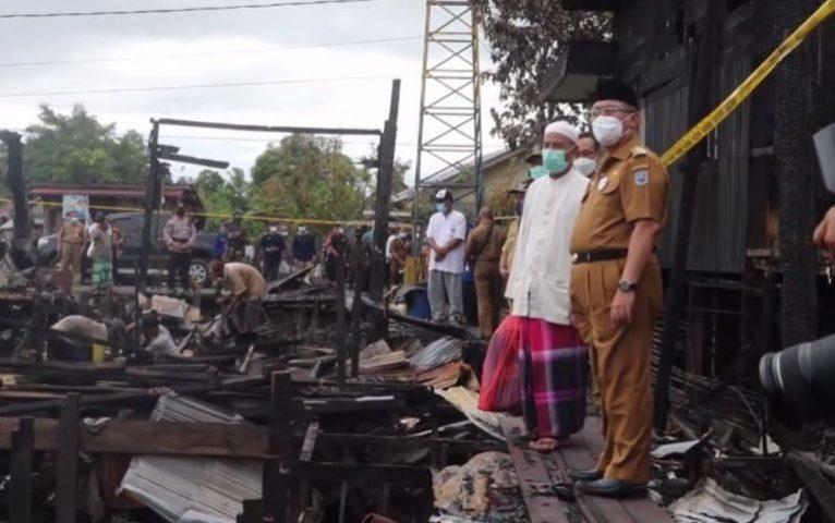 Bupati HSS meninjau langsung lokasi kebakaran (foto:duta tv)