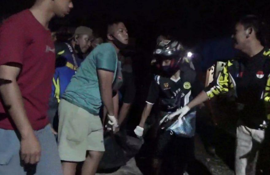 siruasi saat evakuasi korban pembunuhan (foto:duta tv)