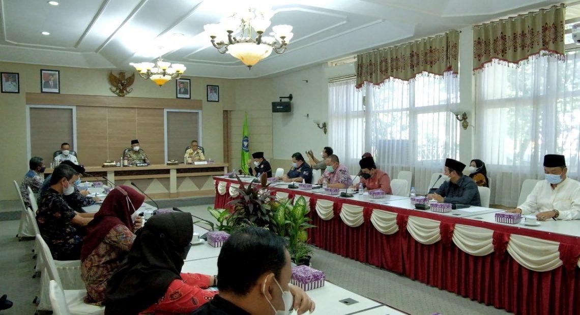 Komisi IV DPRD Provinsi Kalimantan Selatan berkunjung ke HSS, dalam rangka memastikan kesiapan daerah terkait pemberlakuan sekolah tatap muka (foto : duta tv)