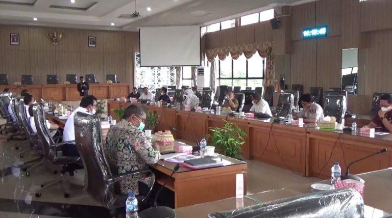 Komisi III DPRD Kalsel melakukan rapat dengar pendapat