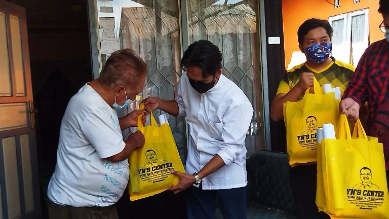 Bantuan Sembako dan pakaian layak pakai bagi korban kebakaran di Jalan Pangeran