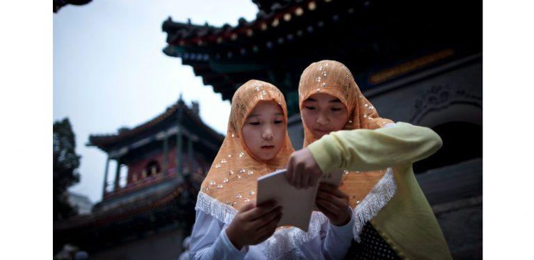 WNA Muslim di China Divaksin Duluan