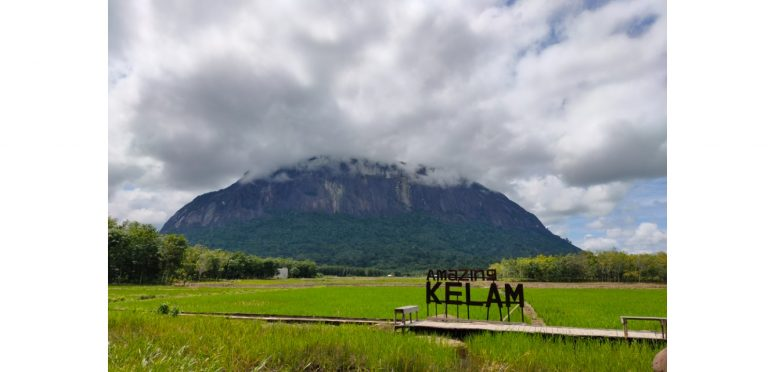 Bukit Kelam, Salah Satu Batu Monolit Terbesar dan Tertinggi di Dunia