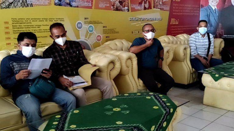 Warga Laporkan Oknum ASN Pemprov ke Bawaslu (Foto : Duta Tv)