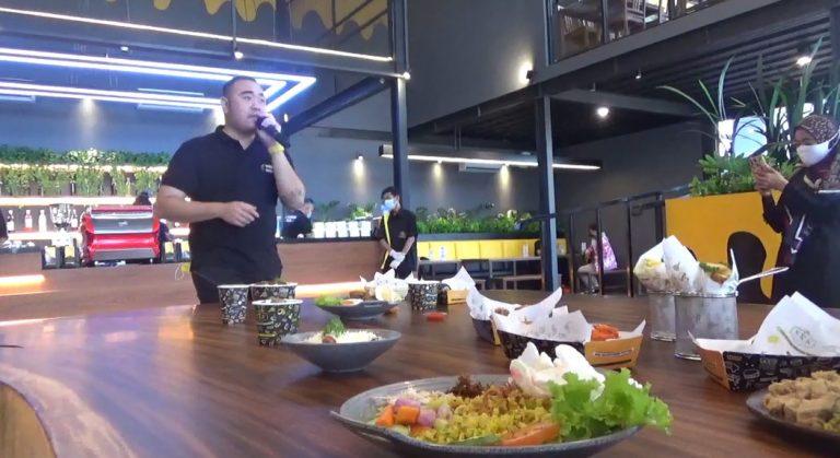 Destinasi Kuliner Kekinian, Warung Wakaka Banjarmasin Berani Sediakan 200 Menu