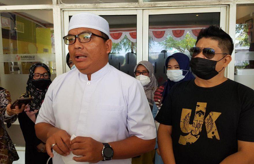 Calon Gubenur Kalimantan Selatan, Denny Indrayana (kiri)