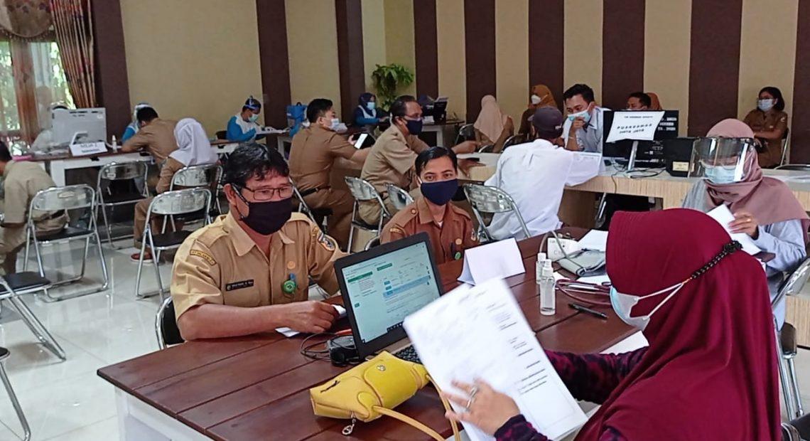 pelaksanaan vaksinasi tahap II untuk pegawai di lingkungan Pemerintah Kabupaten Tanah Laut (foto:duta tv)