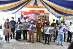 H.M Sukamta menyerahkan kartu kendali pada acara Kick-Off Peluncuran Perdana Kartu Kendali Gas Kita (foto:duta tv)