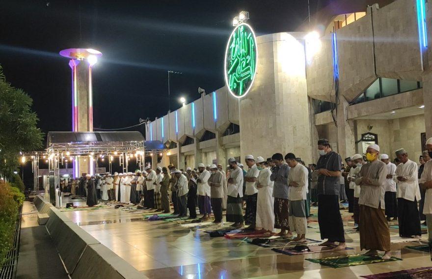 pelaksanaan ibadah sholat tarawih di Masjid Sabilal Muhtadin, Banjarmasin (foto:duta tv)