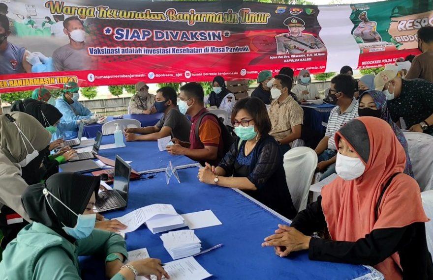 vaksinasi Covid-19 di halaman Mapolsekta Banjarmasin Timur (foto:duta tv)