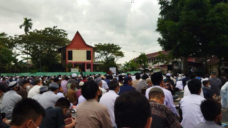 Ribuan Jemaah Mesjid Al Jihad Penuhi Lapangan Kamboja, Laksanakan Sholat Eid