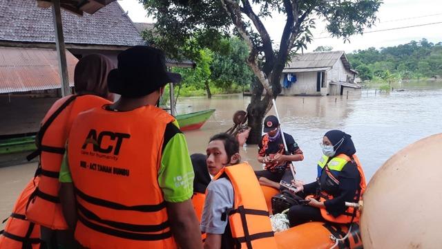 Saat Lebaran Warga di Satui Ditimpa Musibah Banjir