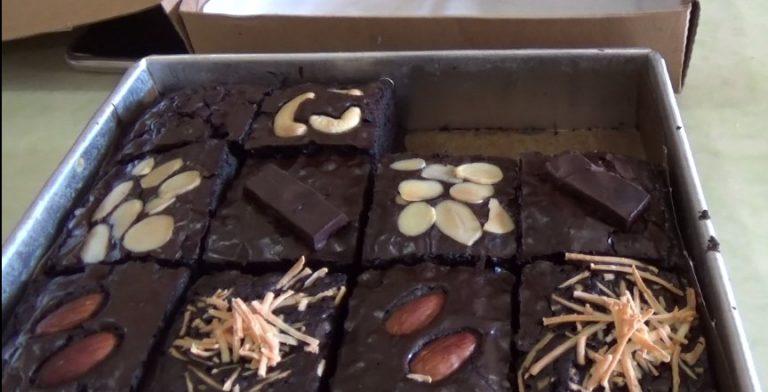 Brownies Aneka Toping Lagi Trend Dimasyarakat
