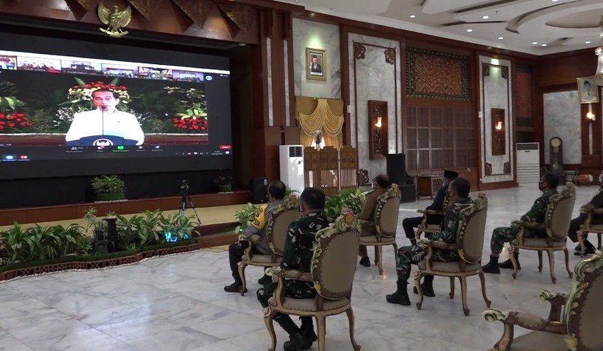 PJ Gubernur Safrizal ZA Saat Mengikuti Zoom Meeting Bersama Presiden RI