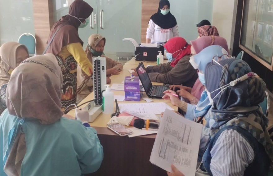 vaksinasi untuk para lansia di kota Banjarmasin