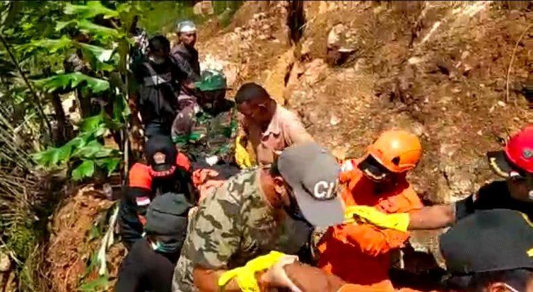 Terjepit Batu Besar, Korban Terakhir Longsor di Hulu Sungai Berhasil Dievakuasi