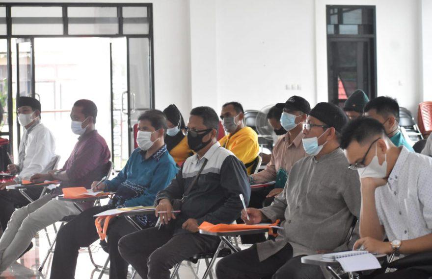 Seluruh Kepala Desa se-Kecamatan Bati-Bati mengikuti sosialisasi