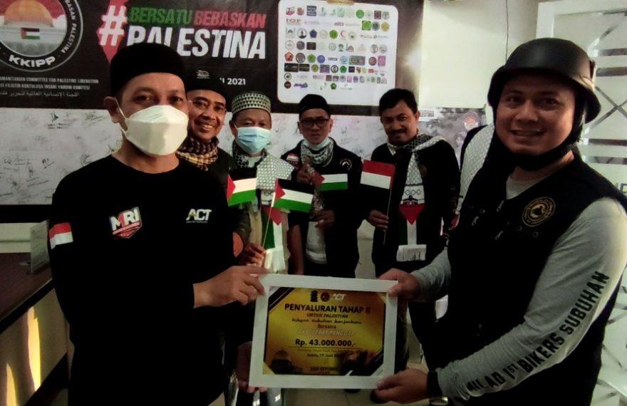 Bikers subuhan Banjarbaru Serahkan Bantuan ke ACT Kalsel