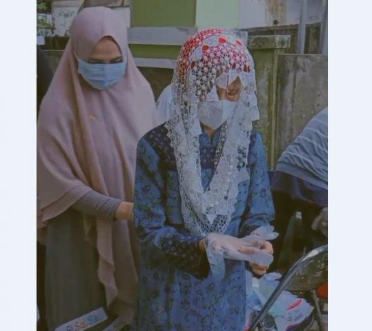 Kedatangan nenek Rokayah di TPS