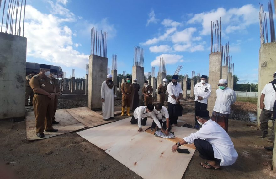 MUI melakukan pengukuran arah kiblat Masjid Islamic Center