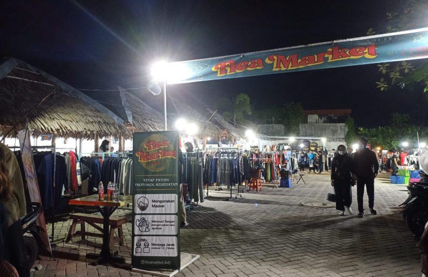 Suasana di Trhift Market