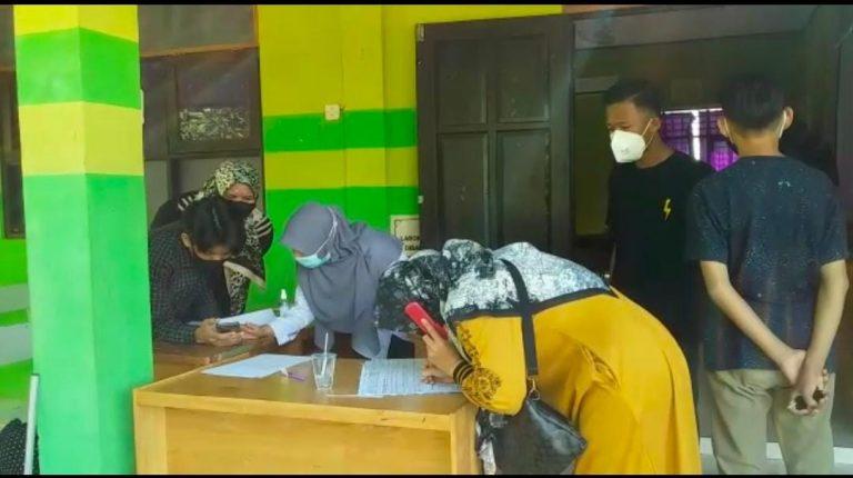 Beberapa Peserta Tetap Mendatangi sekretariat PPDB