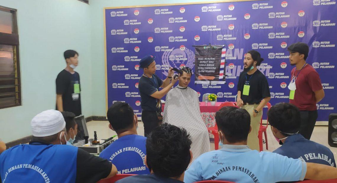 Pelatihan Barbershop Bagi Warga Binaan Rutan Pelaihari