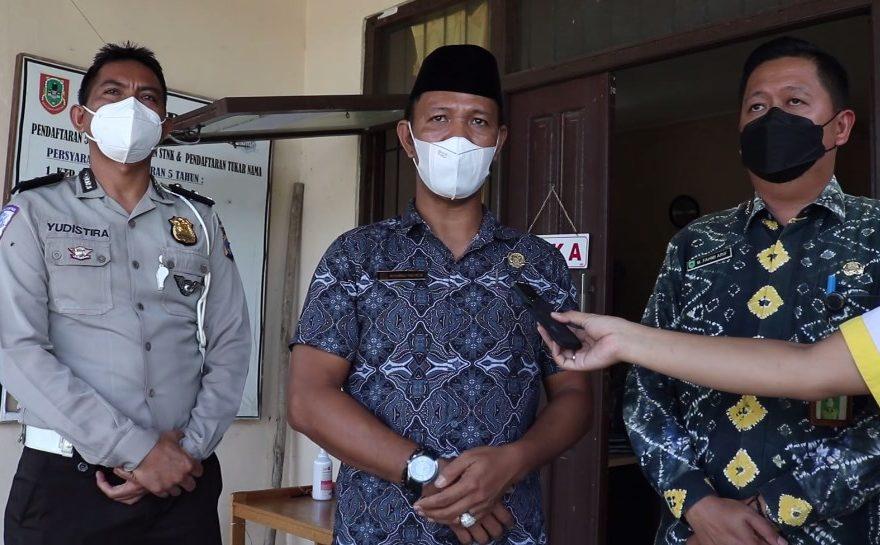 Muhammad Yani Helmi (Tengah) Anggota Komisi II DPRD Kalsel