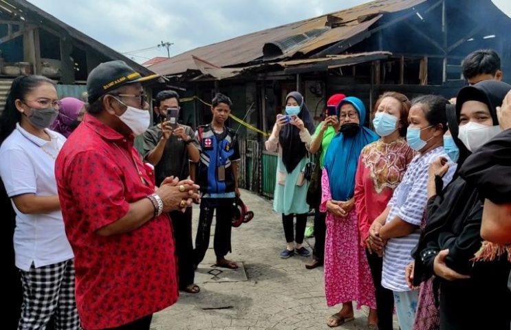 Anggota Komisi III DPRD kota Banjarmasin, Samosir Memberikan Bantuan